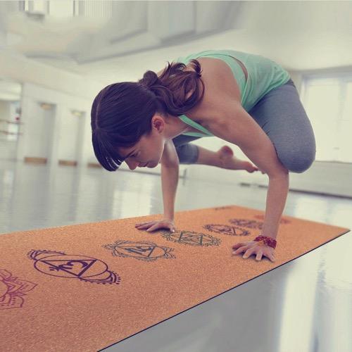 Esterilla de yoga en corcho